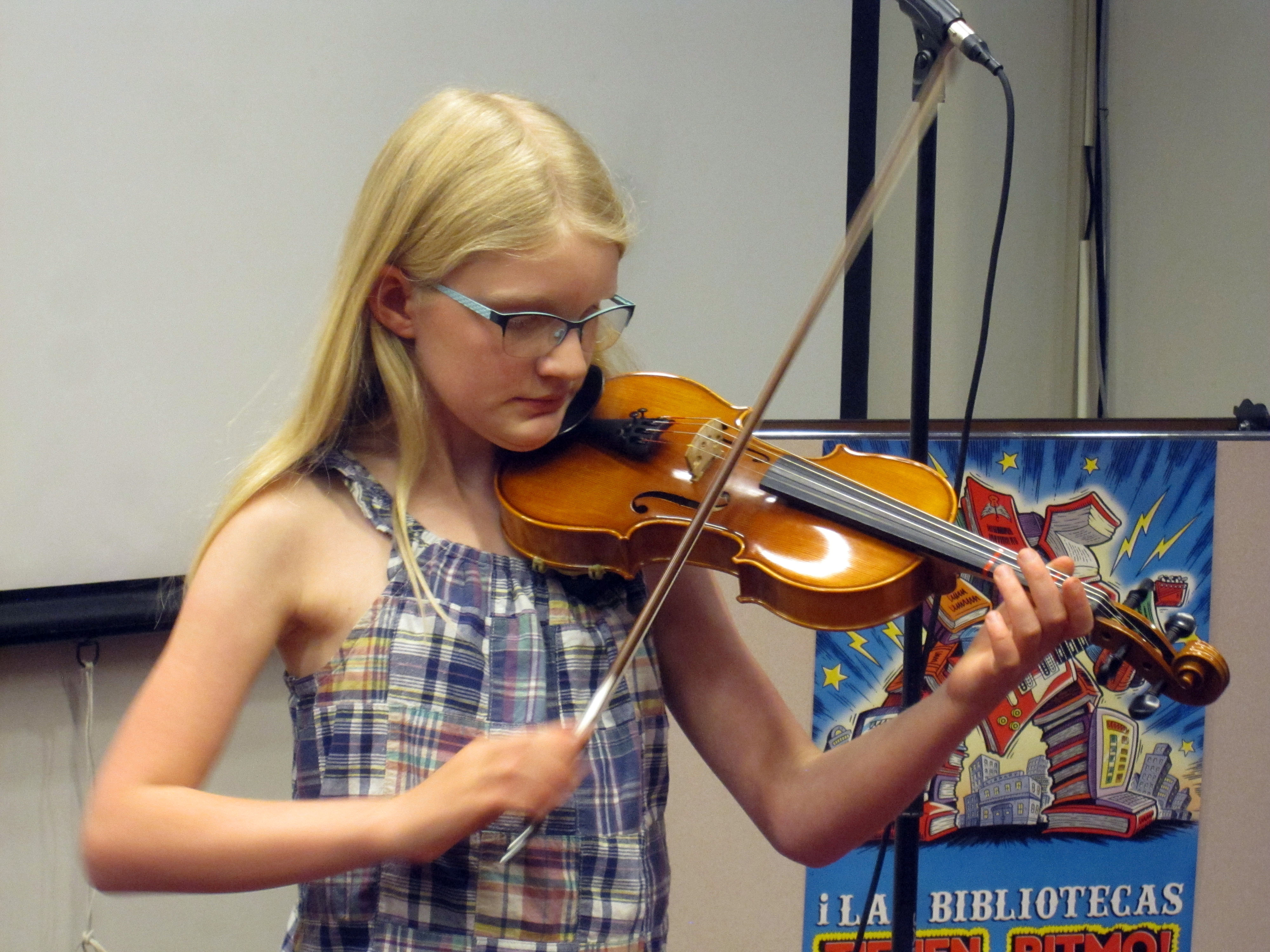 A youth patron plays her violin for the crowd.